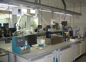 化验室,各种润滑油性能检测仪器